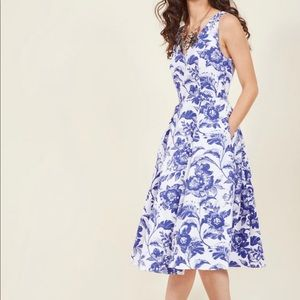 {Adrianna Papell} Blue and White Floral Dress
